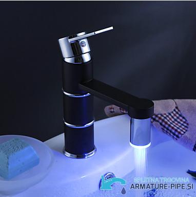 Črna armatura za kopalnico EYN CM0868 - črna LED pipa - z leve