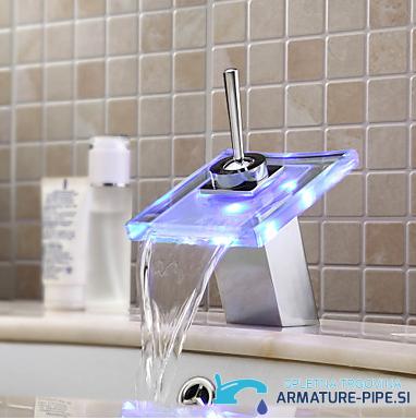 LED pipa za kopalnico EYN MF161 - sodobna kopalniška armatura - slap